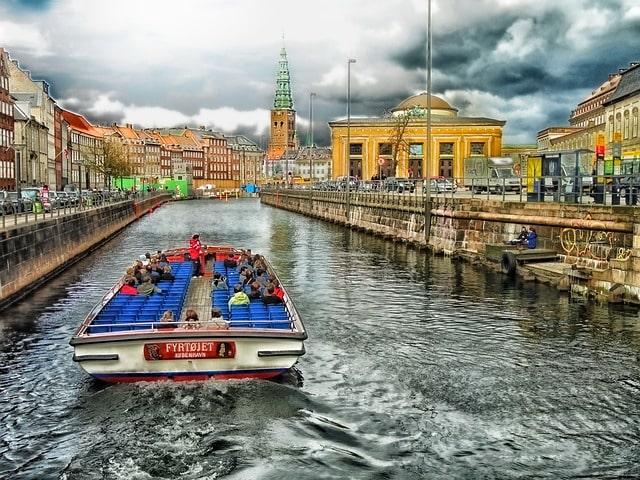 Upplev Köpenhamn med båt.