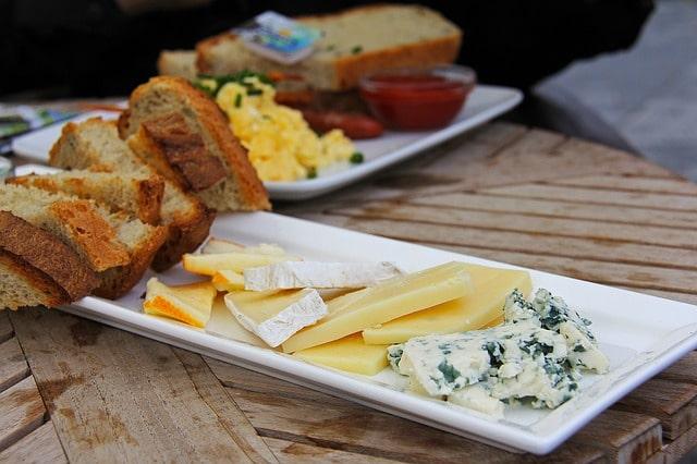 Typisk dansk ostbricka.