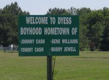 Johnny Cash-skylt vid infarten till Dyess